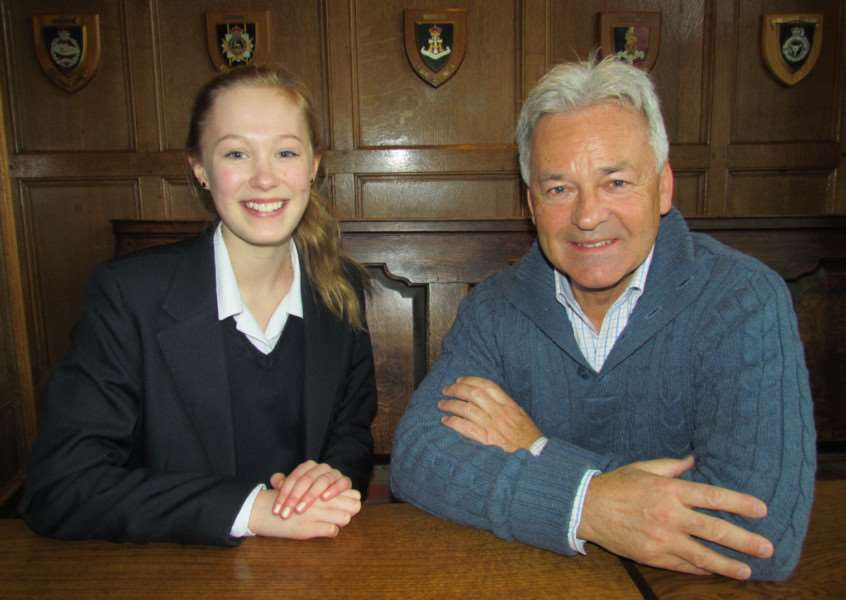 Alan Duncan with Youth Parliament Member Abi Lovering EMN-160126-172855001