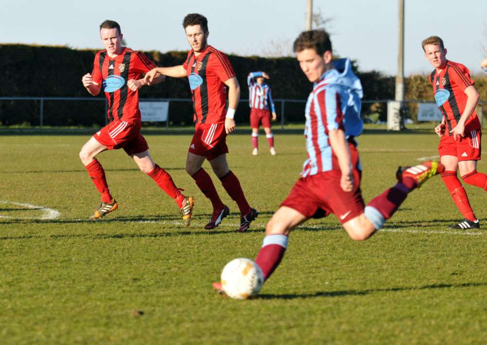 Premier Deeping Rangers v Huntingdon Town, Haydon Witham Stadium, Towngate East, Market Deeping, 2nd half action ANL-150803-123606001