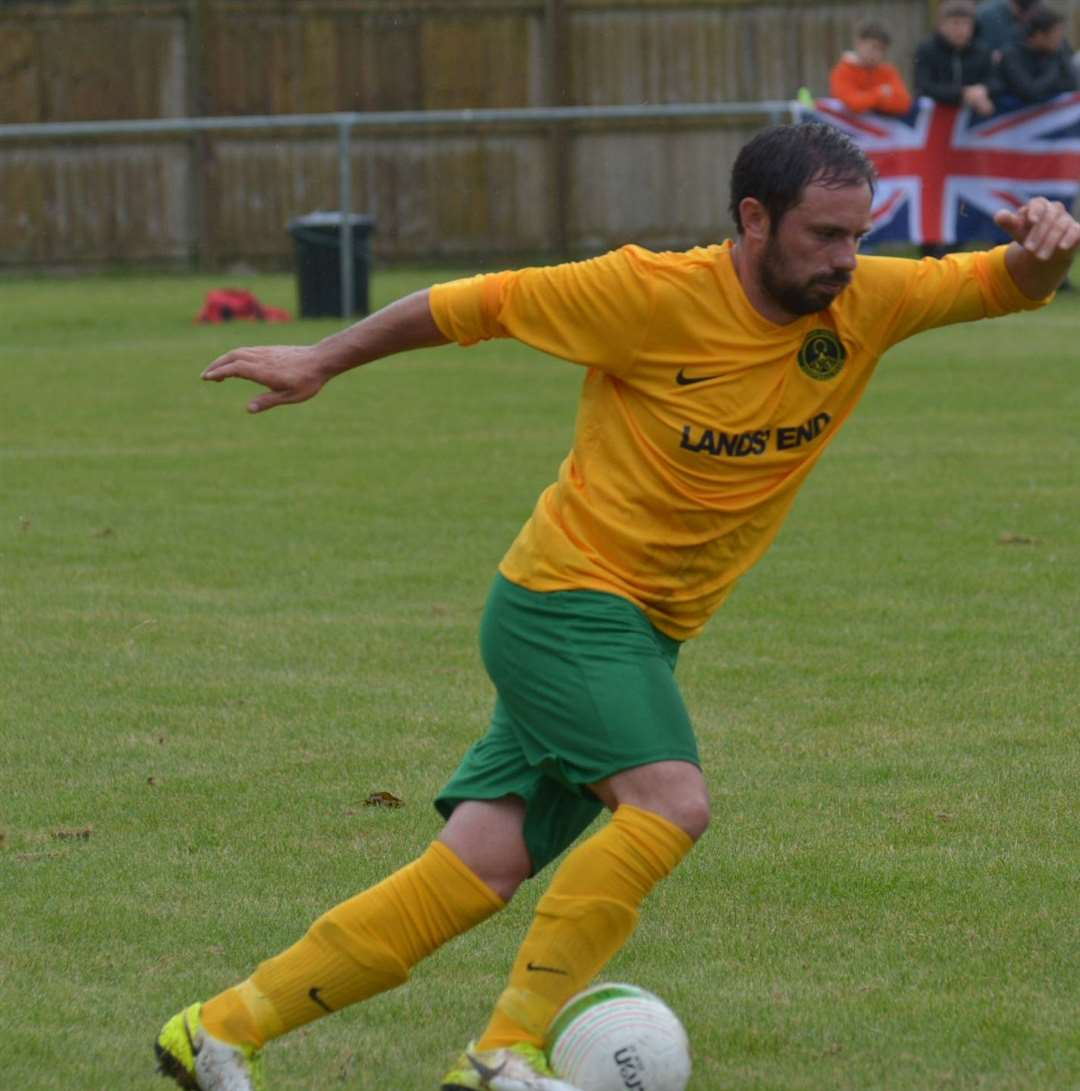 Steve Mastin struck the crossbar with a second half effort. (15171050)