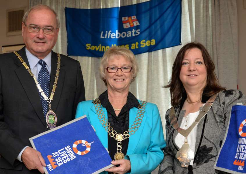 RNLI lunch. Cllr Alf Dewis (Mayor of Oakham) with Cllr Susan Sandall (mayor of Stamford) and Cllr Jean Douglas (Mayor of Melton Mowbray)'Photo: Alan Walters EMN-151210-140505001