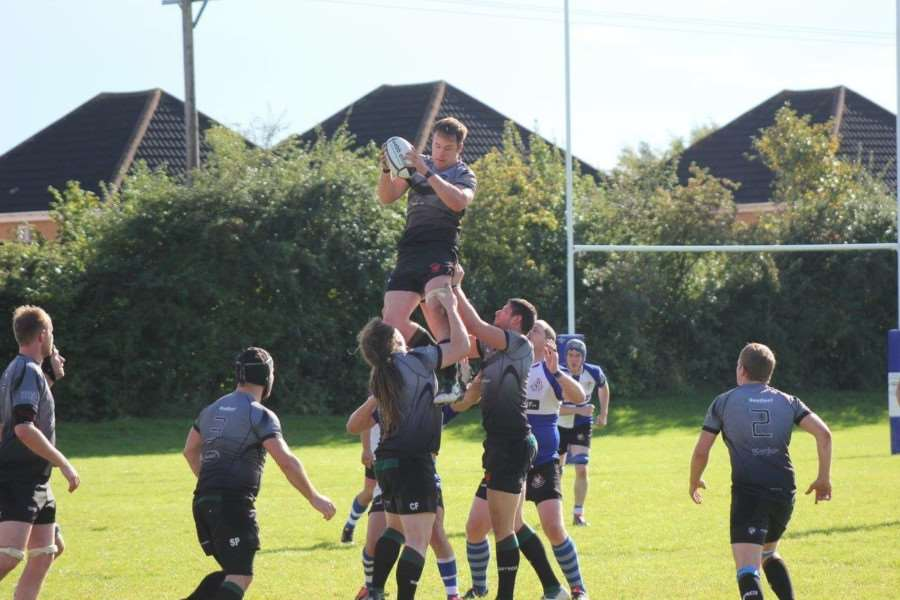 Aled Pattinson catches the ball in an attacking line out