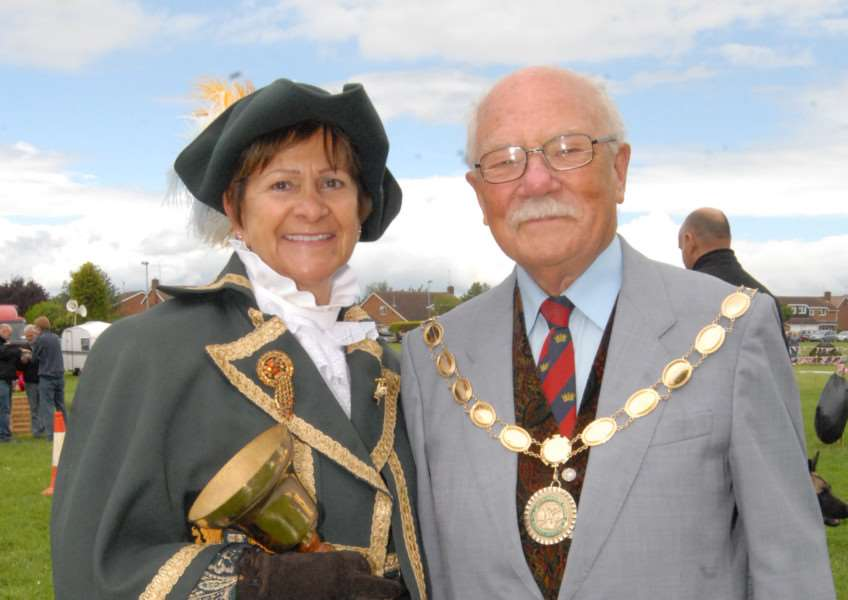 Jubilee celebrations - Market Deeping Party in the Park - Town crier Amanda Bosworth with mayor Reg Howard Photo: SM040612-070js ENGEMN00120120406143722