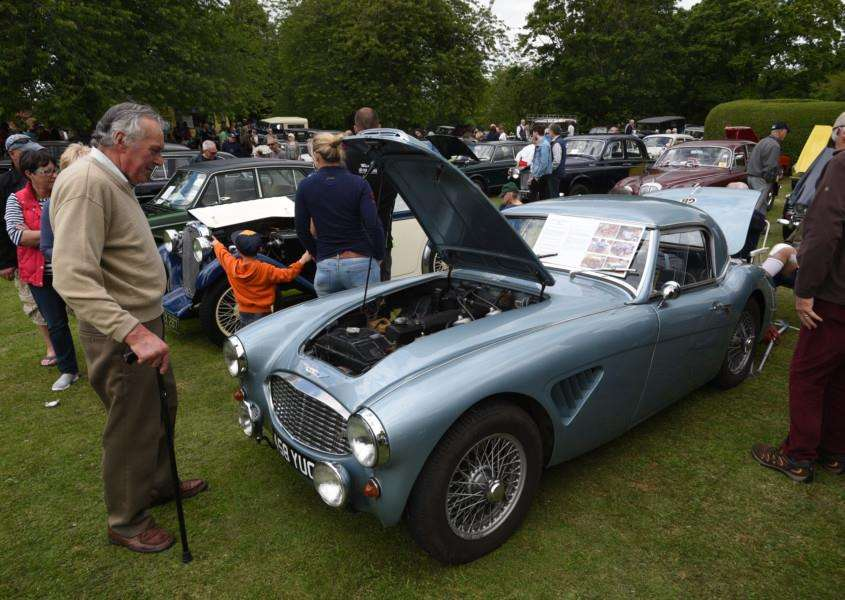 Classic car rally at Bourne. EMN-150621-221410009