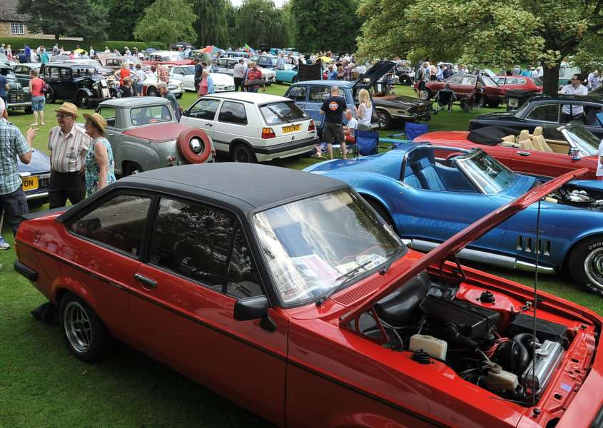 Bourne Classic Car show at the Wellhead EMN-140622-181821009