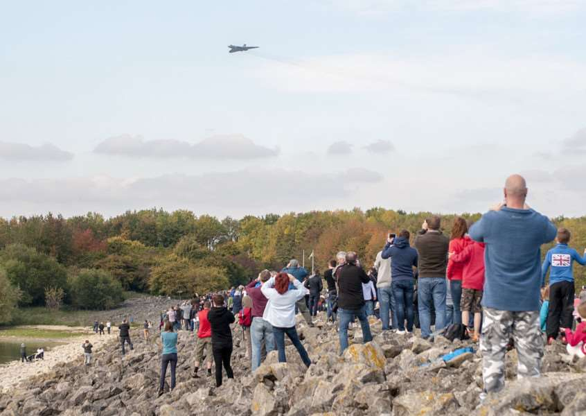 Hundreds watch the last flight of the XH558 Vulcan at Rutland Water. Photo: Lee Hellwing EMN-151210-113424001