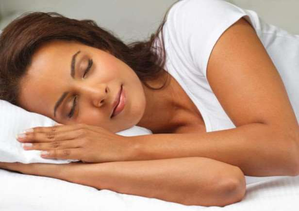 Getting too little sleep dramatically increases the chances of catching a cold, research has shown.