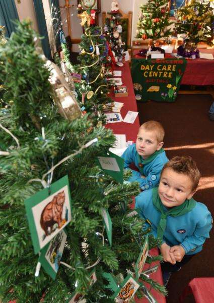 Kevin Sanford and Charlie Bloodworth from 1st Deeping Mohicans with their tree at the christmas tree fair at the Town Hall EMN-161127-190938009