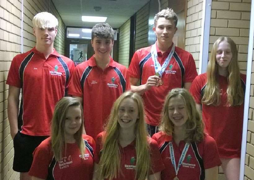 Deeping Swimming Club members at the Midland District Short Course Championships EMN-151116-105652001