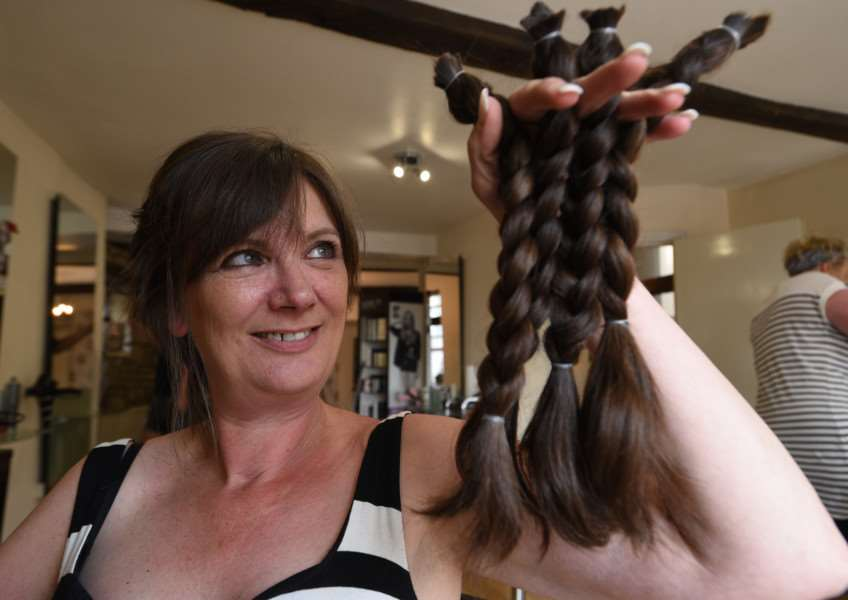 Suzie Cope having her hair chopped off for the Little Princess Trust at hair stylist Kim Smith's salon in Stamford EMN-150808-231110009