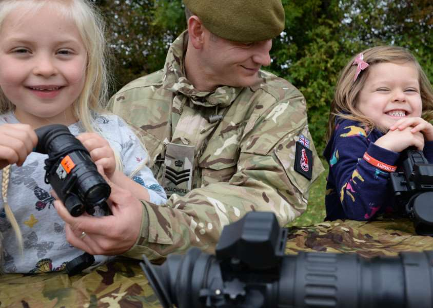 Cottesmore Fun Day. Amelia Cousin with dad Colour Sgt Cousin and Eve Lombardi checking the sights'Photo: Alan Walters EMN-151019-151750001
