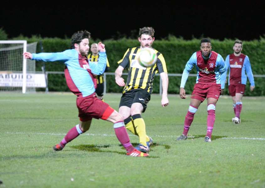 Deeping Rangers FC - Holbeach United'first-half action ANL-150912-011613009