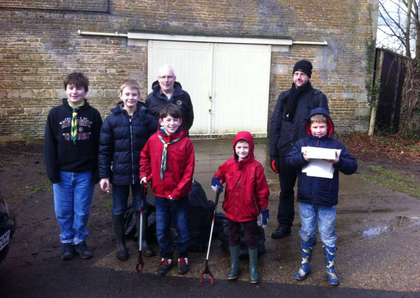Bourne Scouts Clean for the Queen