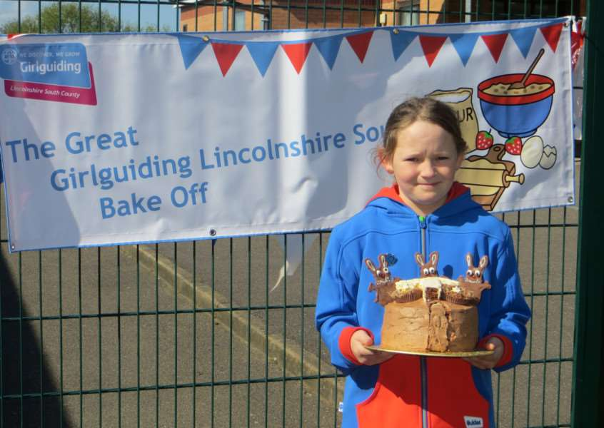 Thea Revell, aged 10 with her winning cake. EMN-150427-145919001