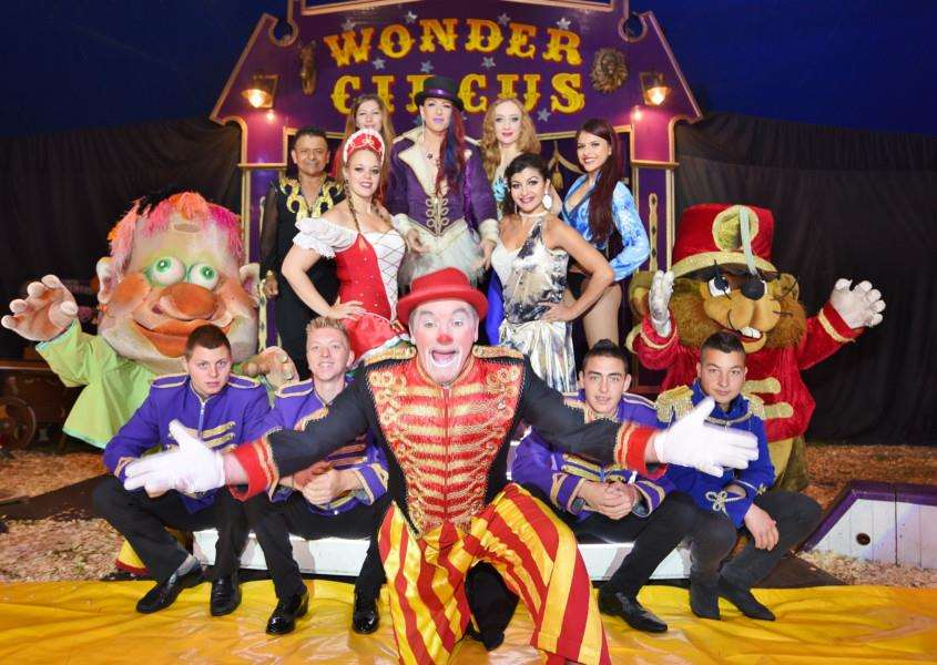 Wonder Circus at Embankment EMN-161019-133935009