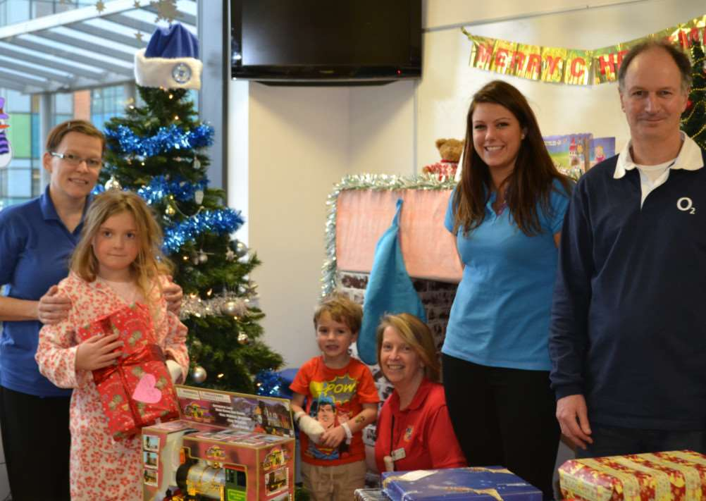 Emily Rigby and Mel Landin of the O2 shop in Stamford hand over donated toys to the Amazon Ward at Peterborough City Hospital. EMN-141217-161713001