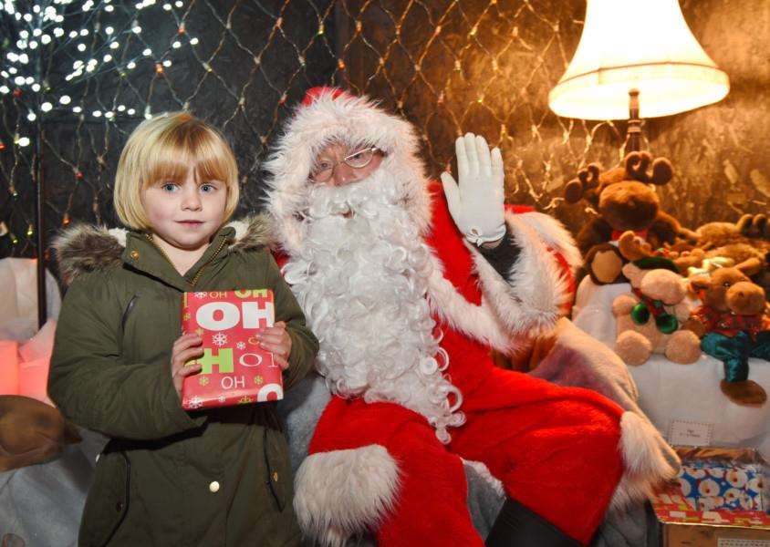 Father Christmas with Jessica Burnley, 4. EMN-161127-191055009
