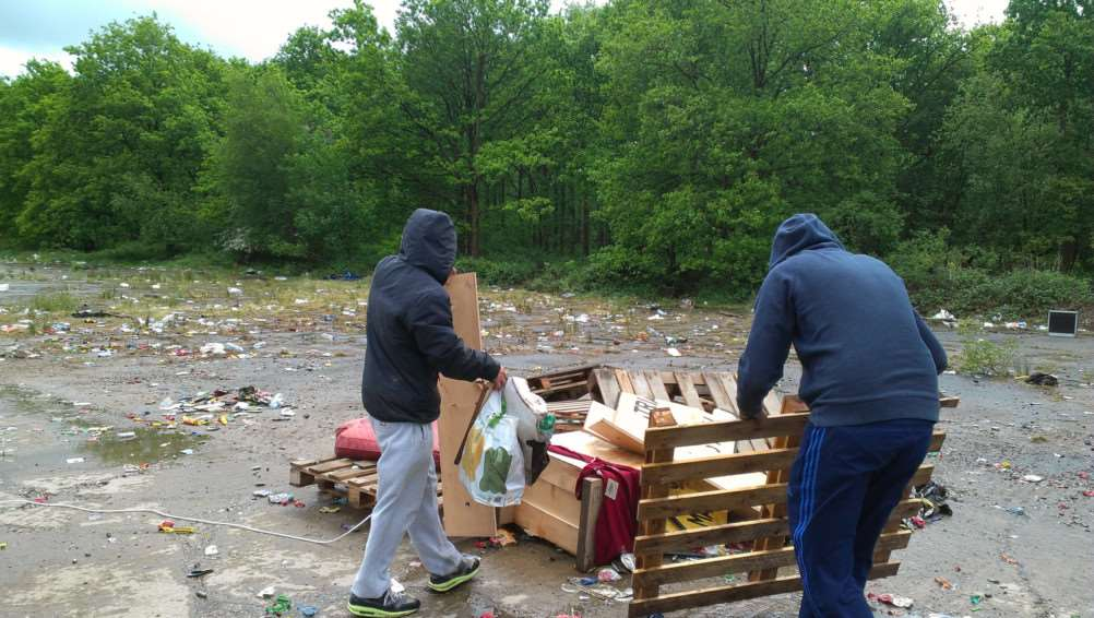 Two people clearing up at Twyford Wood