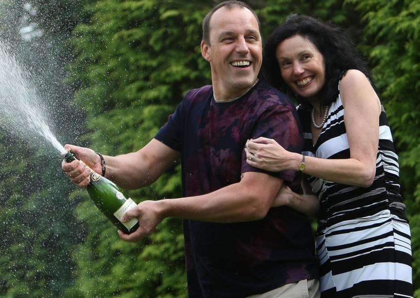 Rob and Rachel Bingham, who won �1m on Euromillions EMN-150409-115132001
