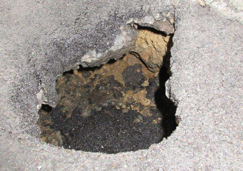 Sink hole in Scotgate, Stamford EMN-161210-161006001