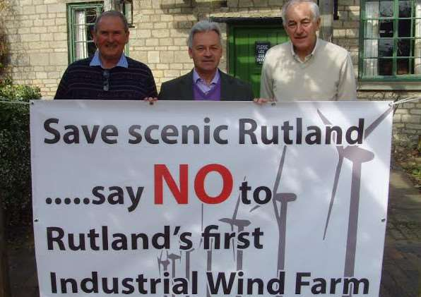 Rutland MP Alan Duncan shows his support for the Woolfox Wind Farm Action Group