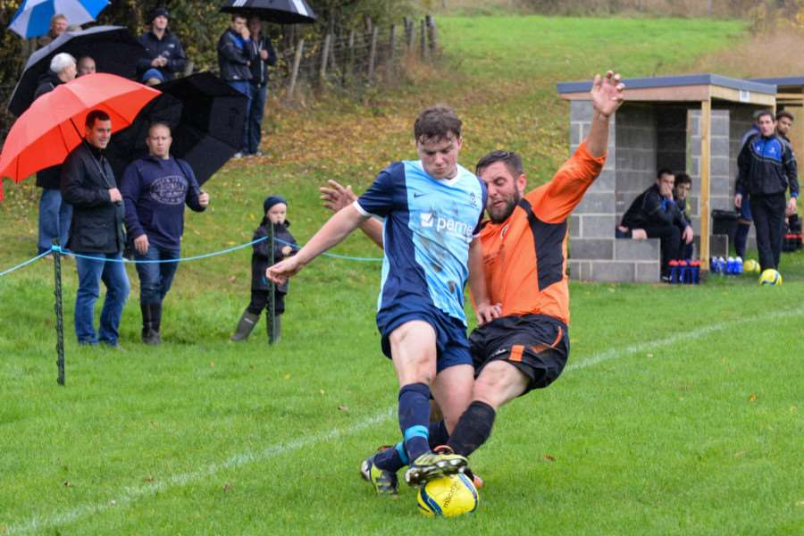 Ketton FC in action against Leverington Sports. Photo: Alan Walters EMN-151026-114025001