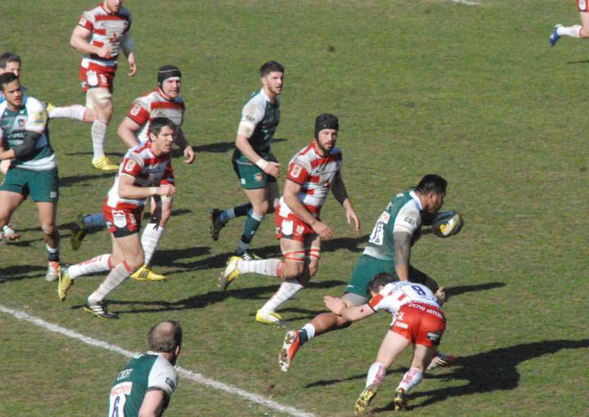 Manu Tuilagi beats three defenders to score for Leicester Tigers against Gloucester. Photo: John Evely EMN-160404-154548001